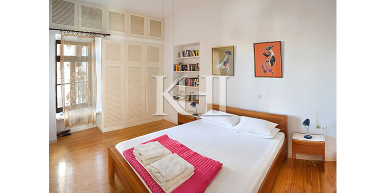 House-for-sale-in-the-old-town-of-Chania-Crete-master-bedroom
