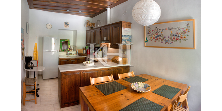 House-for-sale-in-the-venetian-harbour-in-Chania-Crete-dining-kitchen-area