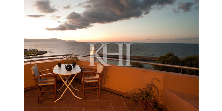 House-for-sale-overlooking-the-venetian-harbour-in-Chania-Crete-veranda
